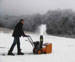 Benzinski čistač snega - snežna freza VST65 Villager