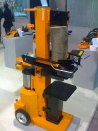 Vertikalni cepač za drva LS 10T  sa četvorokrakim nožem VILLAGER