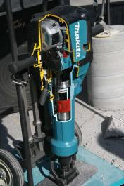 Elektropneumatski čekić-štemarica AVT 72 J HM1812 MAKITA